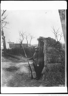 WW1. French soldier on guard. - gallica