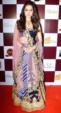 Shraddha Kapoor : Bollywood divas walk the ramp for a jewellery fashion show