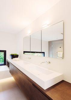 meier architekten - Objekt 336 #architektur #architekturschweiz #architekturzürich #architekturbüro #designhaus #interiordesign #design Bathroom Kids, Master Bathroom, Washroom, Humble Abode, New Homes, Lights, Shower, Mirror, Furniture