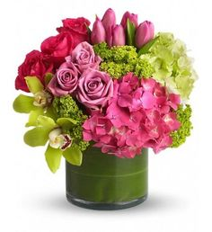 Jennie's Flower Shop - Send flowers safely and securely from your local Tampa Florist. Jennie's Flowers of Tampa, Florida. Local Florist delivering fresh floral arrangement on the same day. A family-owned flower shop. City Flowers, Beautiful Flowers, Green Flowers, Green Hydrangea, Bright Flowers, Green Leaves, Deco Floral, Arte Floral, Floral Design