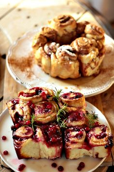 à essayer... Les Cuisines de Garance: Lingonbullar & Kanelbullar chez http://www.lescuisinesdegarance.com/2013/01/lingonbullar-kanelbullar.html