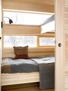 LITTLE AND NICE: The bedrooms are kept to an absolute minimum: 2 x 2 meters. Long windows, high ceilings, wide sliding doors and uniform material use nevertheless give good room feeling, so they are good to retreat to. Scandinavian Cabin, Bunk Rooms, Bedrooms, Cabin Interiors, Cabins And Cottages, Tiny Living, Cool Rooms, Prefab, Small Spaces