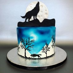 "Sarah Fairhurst on Instagram: ""Happy Full Moon! 🌕🐺🌌 • This birthday cake was for a little girl whose favourite animals are wolves! As with the burgundy version I did of…"""