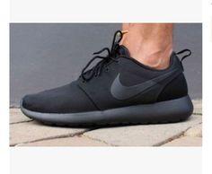 huge selection of 90ab6 8c36d Nike Roshe Run Black, Roshe Run Shoes, Running Shoes Nike, Nike Shoes,