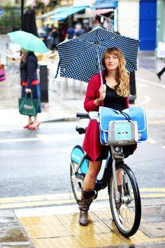 #cycling in the #rain #London #cyclechic