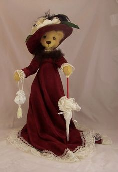 An artist teddy bear that looks like one Jenny and I would have both wanted at a Peddler.