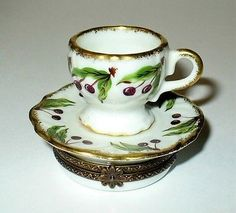Limoges Box PV Cherry Design Tea Cup & Saucer Peint Main.