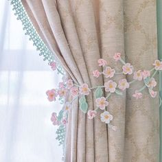 Best 10 White flower appliqué with Classic pearls makes this pullback a work of Art for any drapes or curtains. Shabby Chic Curtains, Home Curtains, Curtains Living, Curtain Tie Backs Diy, Curtain Ties, Baby Room Decor, Living Room Decor, Bedroom Decor, Rideaux Shabby Chic