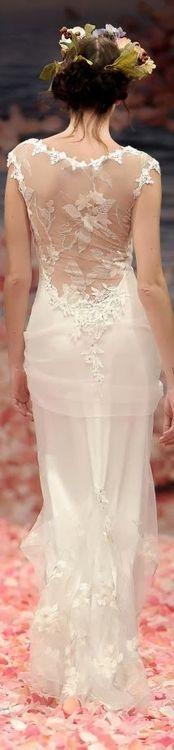 (via Claire Pettibone wedding dress   Claire Pettibone Beauty)