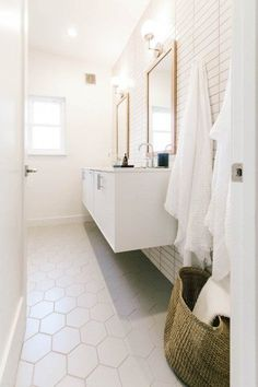 Project Spotlight: Could I Have That Fireclay Tile This master bathroom features our tiles straight set in Tusk with Hexagons in Gypsum on the floors. Contemporary Interior Design, Contemporary Bathrooms, Modern Bathroom Design, Bathroom Interior Design, Modern House Design, Fireclay Tile, Ideas Hogar, Bathroom Towels, Bathroom Cost