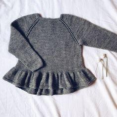 Camille Bluse - strikkeopskrift fra Mille Fryd hos Citystoffer Kids Knitting Patterns, Knitting For Kids, Easy Knitting, Crochet For Kids, Crochet Baby, Knit Crochet, Knit Baby Sweaters, Moda Casual, Cute Blouses