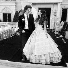 harry styles proppsing to ariana grande | ... fazer a gente desejar que Ariana Grande e Harry Styles fiquem juntos
