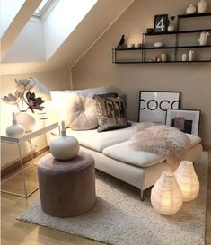 Kleines Zimmer Loft / Small Rooms Fitness GYM Loft / Small Rooms # Rooms Are you lookin Small Loft Spaces, Small Attic Room, Small Rooms, Attic Spaces, Attic Living Rooms, Home Living, Modern Living, Living Spaces, Cuban Decor
