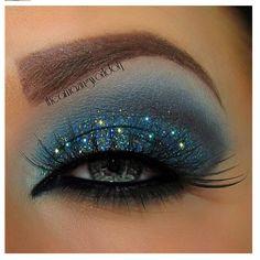 Cateye blue makeup