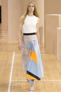 Roksanda Spring 2016 Ready-to-Wear Fashion Show - Sofie Hemmet