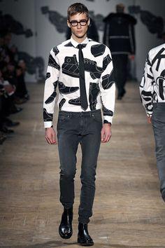 viktor-rolf-paris-fashion-week-fall-2013-08.jpg