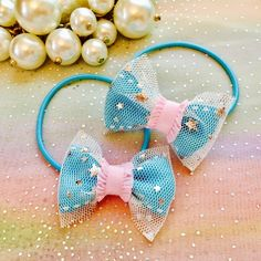 カラーリボンにお星さまのチュールリボンを重ねて透け感のある雰囲気にしました☆ツインテールやハーフアップのポイントに、いかがでしょう。園や学校でも邪魔にならない、小さめサイズです。お色は3色ございます。ピンクhttps://minne.com/items/...