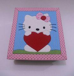 Caixa feita em cartonagem, tecidos 100% algodão.  Entrar em contato para verificar a disponibilidade dos tecidos. R$ 45,00