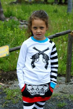 RARA - bílé triko s BAMBITKAMA RARA originál tričko ! Tričko je šité z českých elastických látek (96% bavlna, 4% lycra). Černý sítotiskový motiv na prsou, RARA logo zezadu. Chcete-li triko v jiných barvách, či jen jino-barevné lemy - stačí připsat do poznámky v objednávce. Také napište zda potřebujete dlouhý nebo krátký rukáv. Ušiju ve velikosti 98 - 134 Tričko je ... Hoodies, Sweatshirts, Sweaters, Fashion, Moda, Fashion Styles, Parka, Trainers, Sweater
