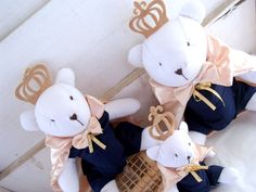 "Kit Ursinhos Príncipes ""P, M e G"" Baby Gifts, Snoopy, Teddy Bear, Toys, Character, Animals, Grey And Beige, Quilts, Charms"