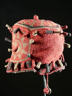 Africa | A Tcho dung Dung Hat from the Bamoun people of Cameroon | ca. 1980 | These types of hats are worn by important people in the Bamenda area Art Au Crochet, Knit Crochet, African Hats, African Crown, Costume Tribal, Types Of Hats, Art Premier, African Textiles, African Culture