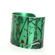 A striking cuff made from anodised aluminium. The woodland design features a fox, a badger, a hedgehog and 2 squirrels amongst the autumn leaves. Each cuff is hand printed from an original linocut designed and made by me. I pick out hints of colour usi...