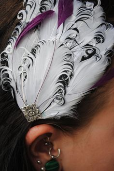 So pretty!! Curly Feather Facinator by ToHairWithIt on Etsy, $15.00