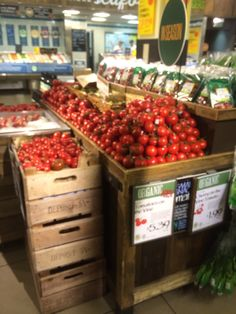 Wholefoods - London - Kensington High Street - Fresh Food - Grocery Retail - Retail Theatre - Layout - Landscape - Fixtures - Fittings - Visual Merchandising - www.clearretailgroup.eu