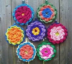 tangled happy: Crochet Fanciful Flower Potholder. Original pattern here: http://delights-gems.blogspot.com/2011/04/fanciful-flower-potholders.html ☀CQ #crochet Thanks for sharing! ¯\_(ツ)_/¯