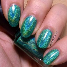 Oh yes baby  totally in love with this polish! It's 'Mint Julep' by @colorsbyllarowe. And I found the magic trick to capture holo polish. Just use a very good holographic polish  haha - but doesn't it look magical.  #nails #nailart #nailstamping #nails2inspire #dailynailartpics #nailpromote #nailartpromote #nailsofinstagram #nägel #naildesign #notd #nailsoftheday #nageldesign #scra2ch #nailartoftheday #nailartaddict #nailpolishaddict #nailpolish #nagellack #nailartdesign #instanails…