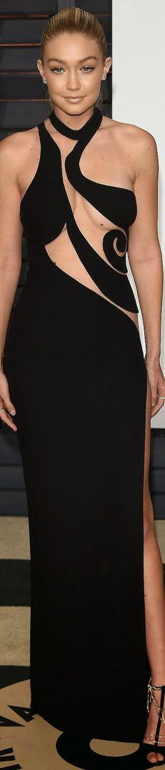 Gigi Hadid 2015 Vanity Fair Oscar Party  / Gigi Hadid in Atelier Versace