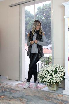 """Legging """"couro + malha"""", veste perfeitamente bem!! A blusa de malha canelada também é Lulu e combina com tudo !"""