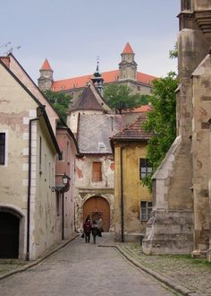 Bratislava - old town, Slovakia Best Places To Travel, Places To Visit, Bósnia E Herzegovina, Bratislava Slovakia, Montenegro, Historical Architecture, Drawing Architecture, Heart Of Europe, Central Europe