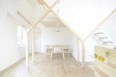 Casa giapponese moderna in legno con pavimenti sospesi e ritagli irregolari - BCasa