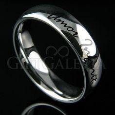 """Aliança de casamento Amor Infinito prateada é toda feita em tungstênio prata polido, possui gravação à laser com a frase """"Amor Infinito"""" na parte externa da aliança."""