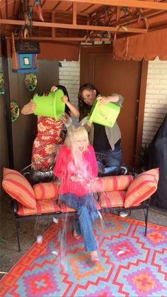 Dolly does the does the #ALSIceBucketChallenge. She was challenged dozens of times, by celebrities including Kenny Rogers who said she wouldn't do it. She proved him wrong!!! Kenny knows how to do it...LOL! He knows she rarely refuses a DARE! Good on Kenny and Dolly! THE VIDEO: http://on.wbir.com/1qMe5v8