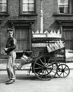 A milkman and his cart in Bethnal Green, East London 1952 Vintage London, Old London, East London, Vintage Pictures, Old Pictures, Old Photos, London History, British History, London Life