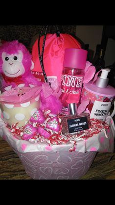 Image of Victoria Secret baskets - San Valentin Regalos Caja Cute Birthday Gift, Birthday Gift Baskets, Birthday Gifts For Best Friend, Christmas Gifts For Friends, 13th Birthday, Valentine's Day Gift Baskets, Themed Gift Baskets, Christmas Gift Baskets, Valentines Day Baskets