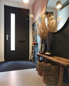Arranging a room is not as easy as you think. Often small, this room of our interior must however be pleasant, well arranged and soothing. Flur Design, Hall Design, Interior Architecture, Interior And Exterior, Interior Design, Home And Living, Living Room, Hallway Decorating, My Dream Home
