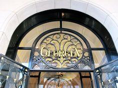 Entrez au Hôtel George V Paris, pour un moment de détente extraordinaire.