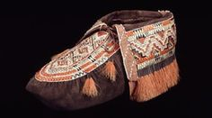 Fringed moccasin made of buckskin, quills, hair, metal. Huron ca. 1800-1850