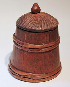 Northeast America, ca. 18th to early 19th century. Fashioned from a mix of woods. Appears to be pine lid and base, open-porous wood staves, hardwood finial, and split-sapling bands.