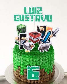 Nenhuma descrição de foto disponível. Minecraft Birthday Cake, Minecraft Party, Pastel Minecraft, Mindcraft Cakes, Beyblade Cake, Creeper Cake, Roblox Cake, Cake Decorating Videos, Minecraft Crafts