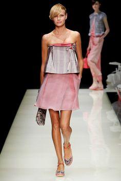 Giorgio Armani Spring 2016 Ready-to-Wear Fashion Show 3d Rose, Spring 2016, Giorgio Armani, Personal Style, Ready To Wear, Fashion Show, Cool Outfits, Strapless Dress, Style Inspiration