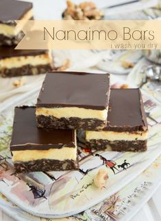Nanaimo Bars - - A triple layer, NO BAKE, {insanely rich} dessert that is named after a city (Nanaimo) in British Columbia, Canada. Nanaimo Bars, No Bake Treats, Yummy Treats, Sweet Treats, Just Desserts, Delicious Desserts, Yummy Food, Graham Crackers, Holiday Baking