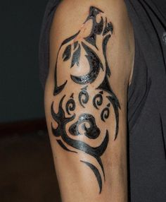 27 Oberarm Tattoo Ideen für Männer - Maori und Tribal Motive