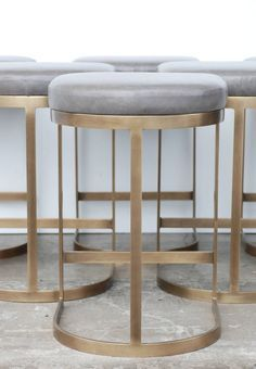 Milo Baughman Burnished Brass Bar Stools in Grey Leather image 4 Más Brass Bar Stools, Leather Bar Stools, Modern Bar Stools, Kitchen Stools, Counter Stools, Brass Kitchen, Mid Century Bar Stools, Architecture Restaurant, Restaurant Design