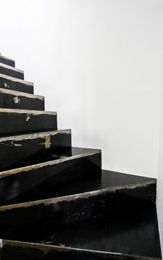 Wooden staircase having lived well, painted black, steps and risers Interior Stairs, Interior Architecture, Interior And Exterior, Minimal Architecture, Modern Interior, House Doctor, Happy Birthday Llama, Black Stairs, Escalier Design