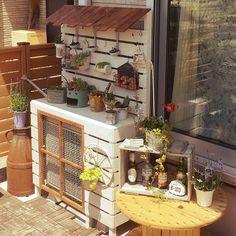 リメ缶/IKEA/ナチュラル/ウッドパネル/ケーブルドラム/DIY…などのインテリア実例 - 2016-05-05 11:17:24 | RoomClip(ルームクリップ) Air Conditioner Cover, Narrow Garden, Tree Shelf, Shabby Chic Garden, Potting Sheds, Diy Bathroom Decor, Cool Diy, Ladder Decor, Interior Decorating