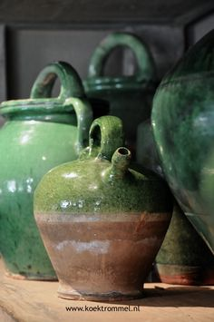 Frans aardewerk met groen glazuur Earthenware, Stoneware, Still Life Art, French Country Decorating, Clay Projects, Shades Of Green, Household Items, Ceramic Art, French Antiques
